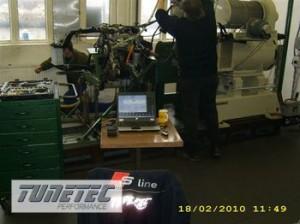 2190__Kohlenstoffkolbenmotor-auf-stationaerem-Pruefstand-appliziert-