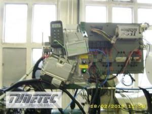 2191__Kohlenstoffkolbenmotor-auf-stationaerem-Pruefstand-appliziert-